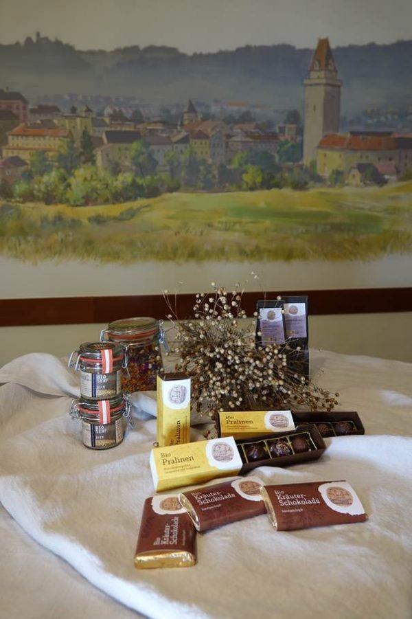 BIO Kräuterblütenschokolade + BIO Pralinen + handgeschöpfte Bioschokolade